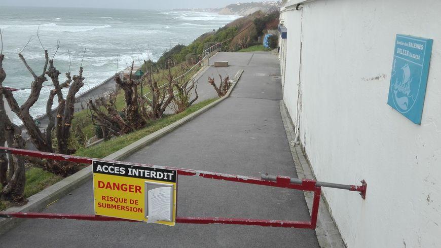 A Guéthary l'accès à la plage est interdit
