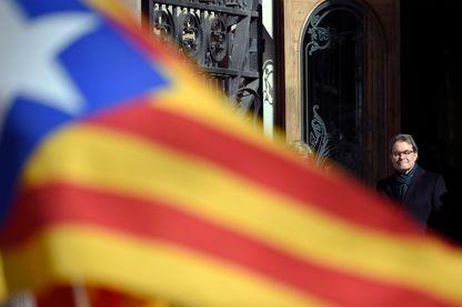 Artur Mas, chef du gouvernement de Catalogne et du parti Europeu Catala à la sortie du tribunal au 1er jour de son procès, Barcelone - 06 février 2017