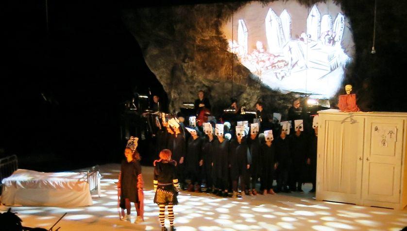 """Opéra-de-Paris-Bastille, jeudi 26 janvier 2017, sur la scène... """"Rose & Rose"""" comédie musicale par 40 adolescents-chanteurs du CRÉA d'Aulnay-sous-Bois"""