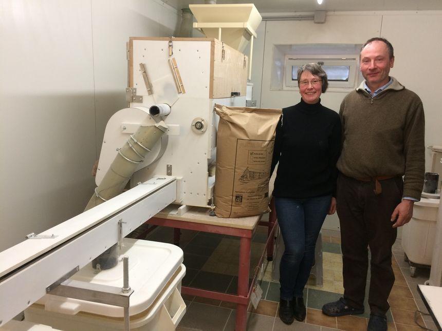 Geert et Heidi Dhaenens fabriquent la Fleur de Berry dans leur ferme à Aigurande (Indre).