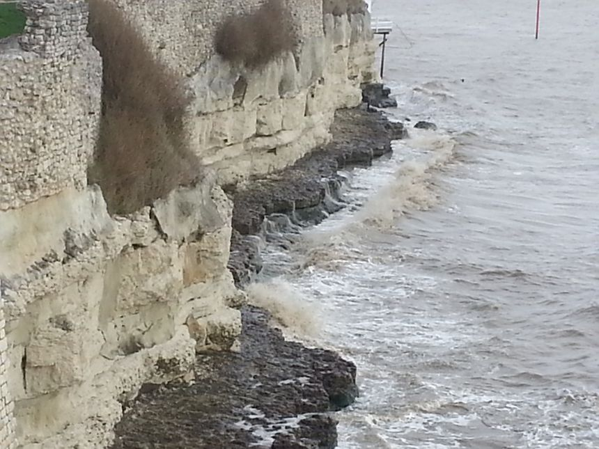 La falaise est endommagée