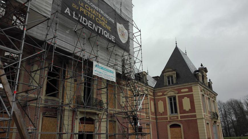 Un an après l'incendie, le château du Petit Chêne à Mazières-en-Gâtine va pouvoir être reconstruit