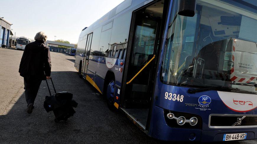 Cartes le r seau de transports de l 39 agglom ration d for Transport en commun salon de provence