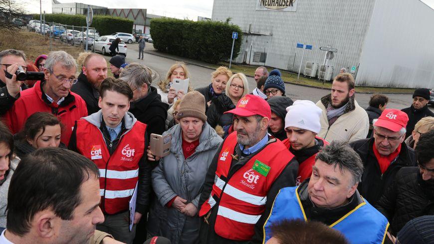 Lors de sa visite en Moselle, Benoît Hamon avait rencontré les salariés de Neuhauser à Folschviller.