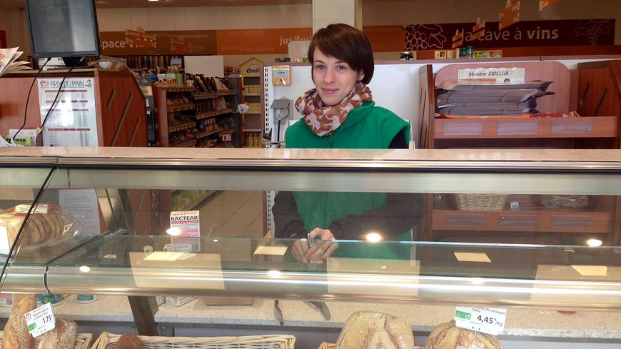 Margot travaille depuis plus d'un an dans le magasin L'Eau Vive à Saint-Etienne.