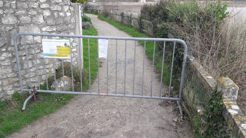 Le chemin de ronde est interdit d'accès
