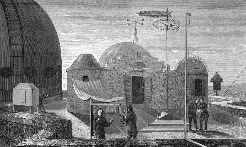 """Les instruments météorologiquee, sur le toit de l'Observatoire. Gravure extraite de l'ouvrage : """"L'Atmosphère, description des grands phénomènes de la nature"""" (Hachette, 1872)."""