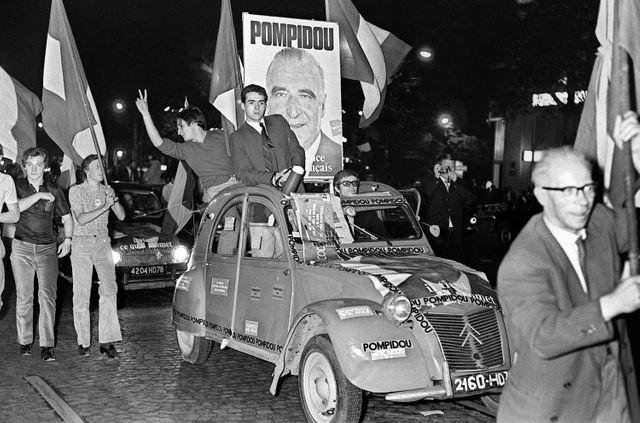 Supporters de Georges Pompidou sur les Champs-Elysées au 2e tour, 15 juin 1969