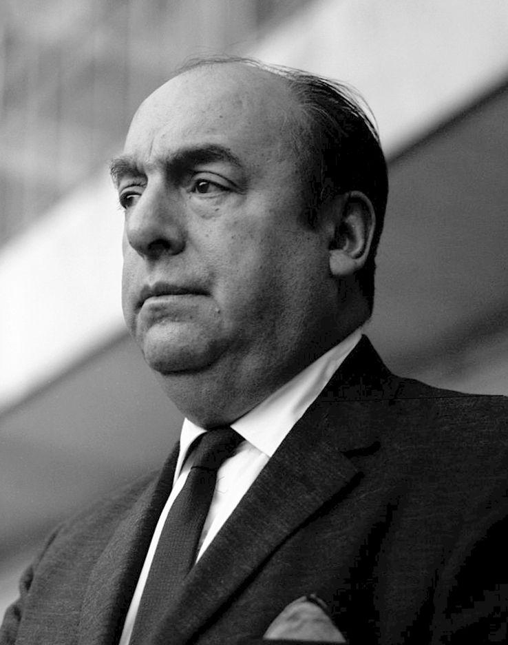 Pablo Neruda pendant une lecture de ses poésies par le comédien italien Giorgio Albertazzi en Italie, 1963