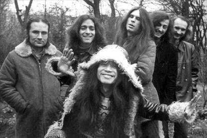 Photo prise le 1er décembre 1971 montre les membres du groupe Can posant à Hambourg, dans le nord de l'Allemagne.