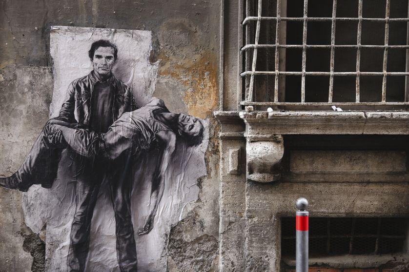 """Portrait de Pier Paolo Pasolini à Rome par Ernest Pignon-Ernest /  Visuel tiré du livre """"Dans la lumière déchirante de la mer"""" (Actes Sud)"""