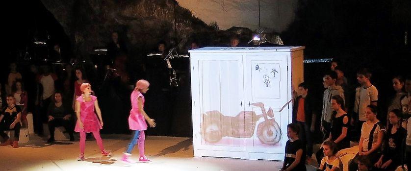 """Opéra-de-Paris-Bastille, jeudi 26 janvier 2017, sur la scène... """"Rose & Rose"""" comédie musicale par 36 adolescents-chanteurs du CRÉA d'Aulnay-sous-Bois"""