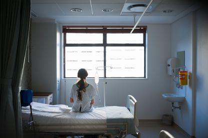 Pour certains professionnels de santé, la suppression de l'AME, en dissuadant les migrants d'avoir accès aux soins, exposera la population à des pathologies graves comme le choléra, la rage ou le typhus.