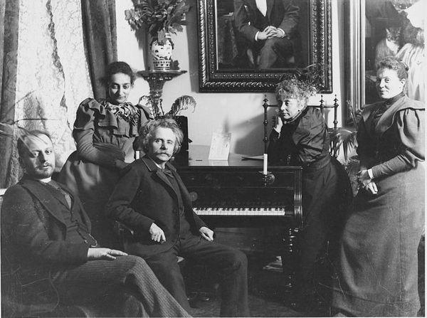 Edvard Grieg avec sa femme Nina et des amis - Bergen Public Library-