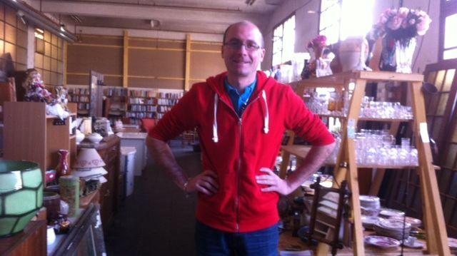 Yann Rosniak, fondateur de récup'Bourgogne Solidaire dans son entrepôt à Montillot