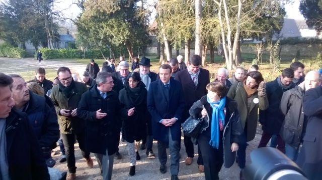 Emmanuel Macron arrive à la ferme de la Bourdaisière à Montlouis