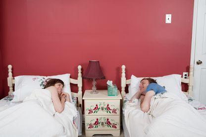 Dormir dans des lits séparés : l'amour platonique est-il possible à notre époque ?