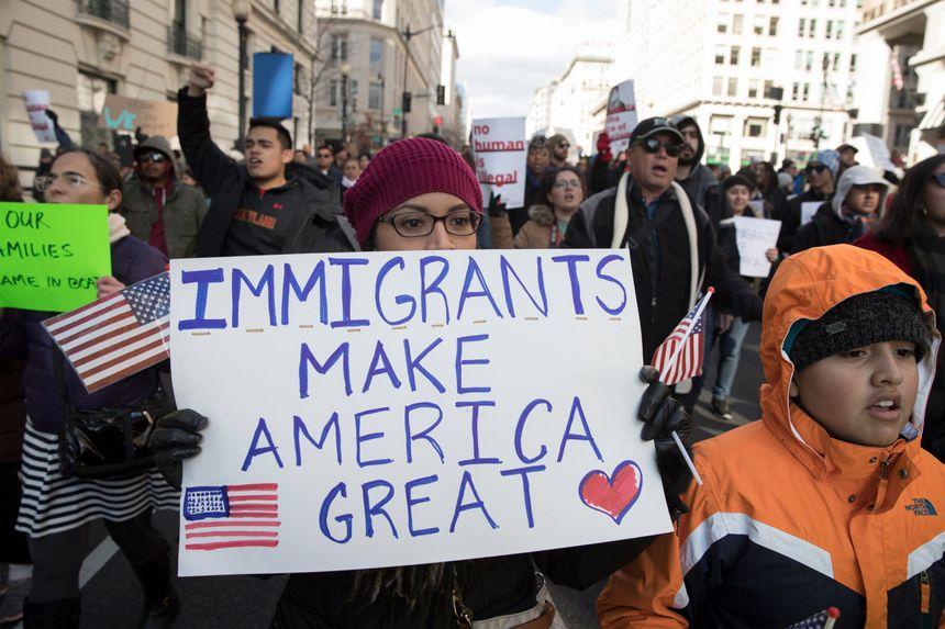 """A Washington, la """"journée sans immigrés"""" du 16 février a fait descendre dans la rue des milliers de personnes"""