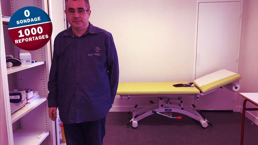 Le docteur Vasilescu dans son cabinet du centre de santé de Bergerac