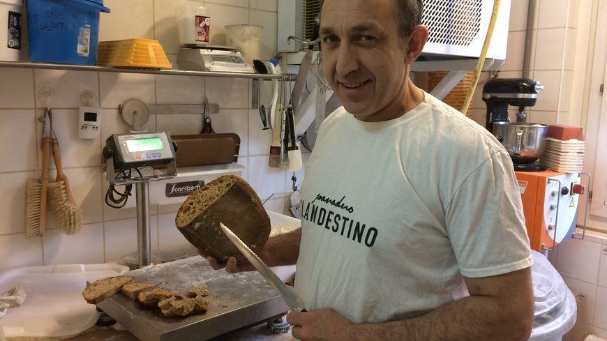 Thierry Delâbre produit chaque jour entre 150 et 200 kg de pain à base de Fleur de Berry.
