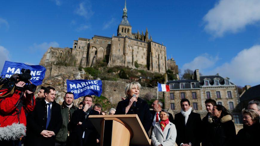 Marine Le Pen en campagne au Mont-Saint-Michel.