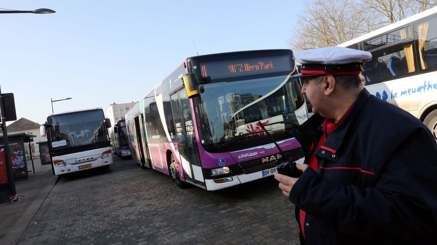 Des bus de substitution en gare de Thionville font la rotation entre Thionville et le Luxembourg suite à l'accident mortel du train au Luxembourg.