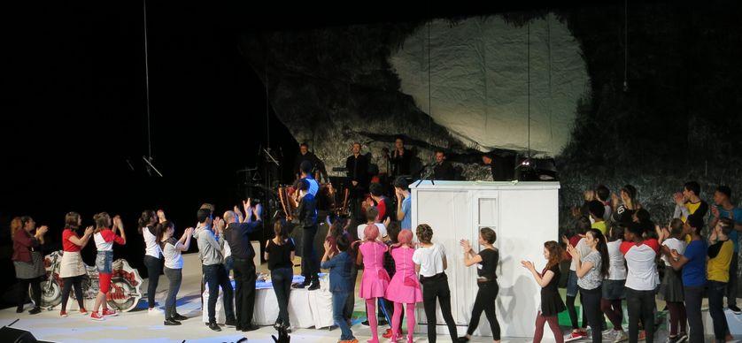 """Opéra-de-Paris-Bastille, jeudi 26 janvier 2017, sur la scène... """"Rose & Rose"""" comédie musicale par 40 adolescents-chanteurs du CRÉA d'Aulnay-sous-Bois, Finale !"""