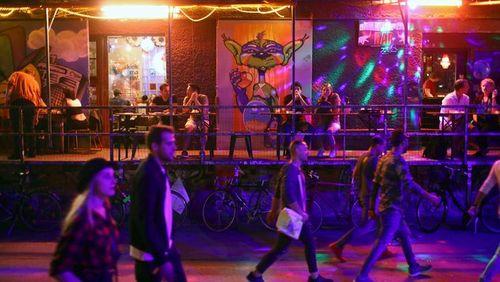 Les territoires de la fête (3/4) : De Berlin à Barcelone : entre contre-culture et politiques touristiques