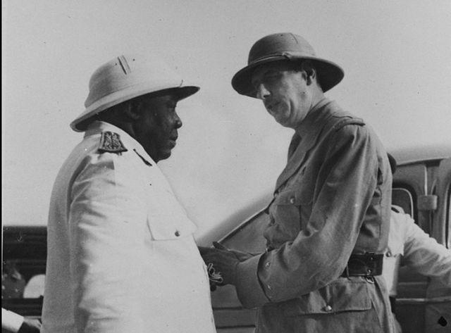 Une rencontre entre deux résistants, Felix Eboué et le Général De Gaulle.