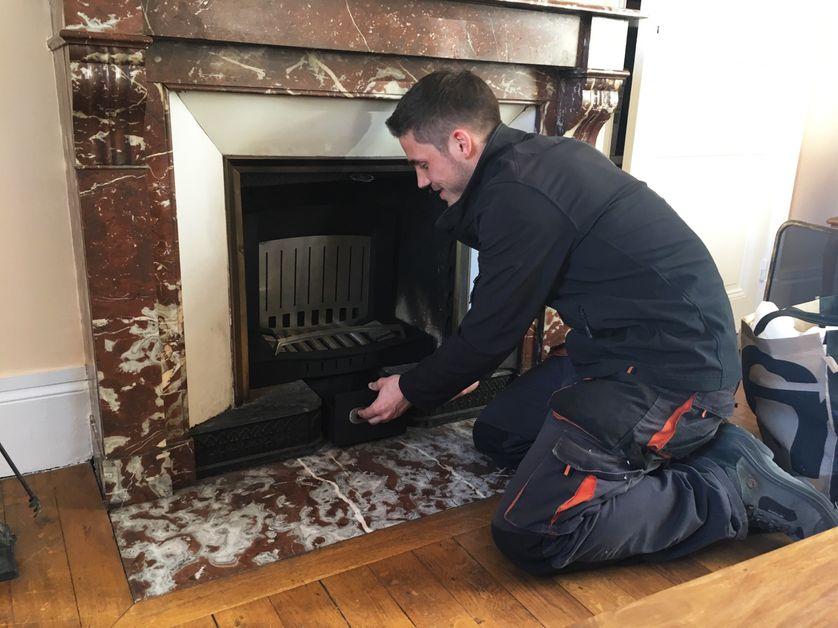 """Installation d'une de ces """"cheminées propres"""""""