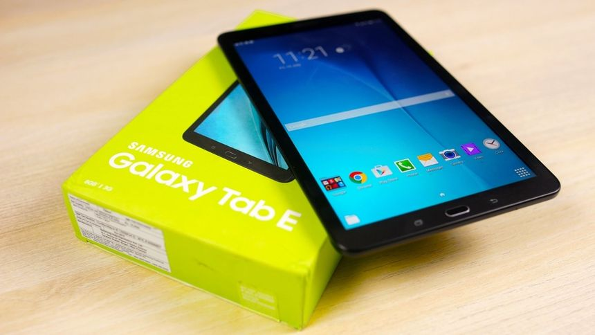 "Samsung Galaxy Tab E ""out of the box"""
