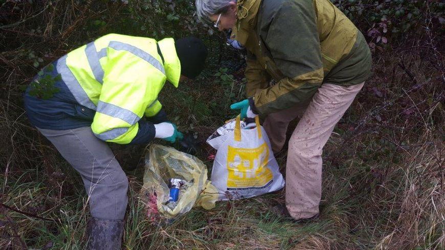 Cent-soixante bénévoles avaient nettoyé les bords de Loire, dans le département du Cher, l'an dernier