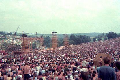 La foule du premier jour du Festival de Woodstock le 15 août 1969.