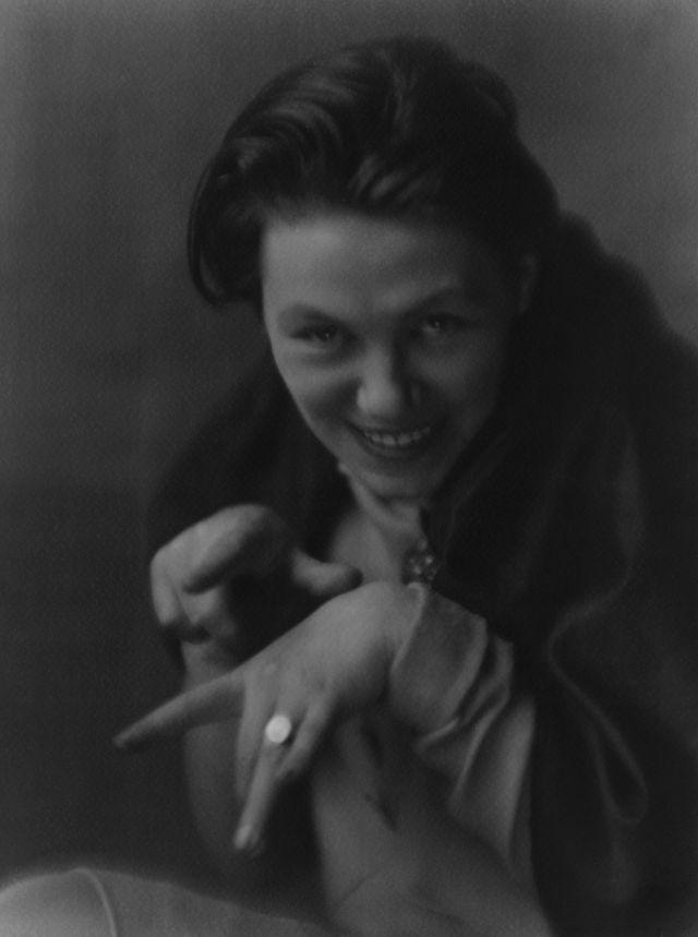 Portrait de Germaine Krull, 1929, 22,8 x 17 cm, collection Ann et Jürgen Wilde, Zürich