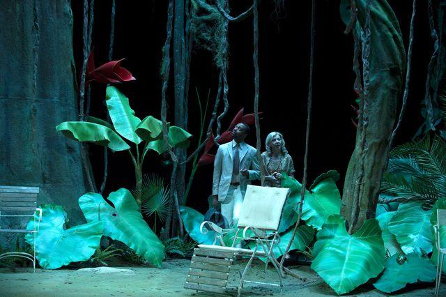 """Image de la pièce """"Soudain l'été dernier"""" de Tennessee Williams, mise en scène et scénographie de Stéphane Braunschweig"""