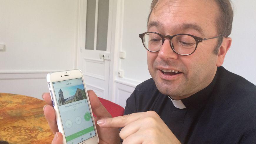 Le père Nicolas Guillou a téléchargé l'application La Quête