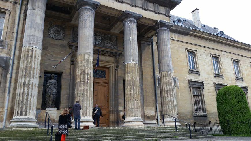 Le procès doit durer trois jours devant la Cour d'assises de la Marne à Reims.