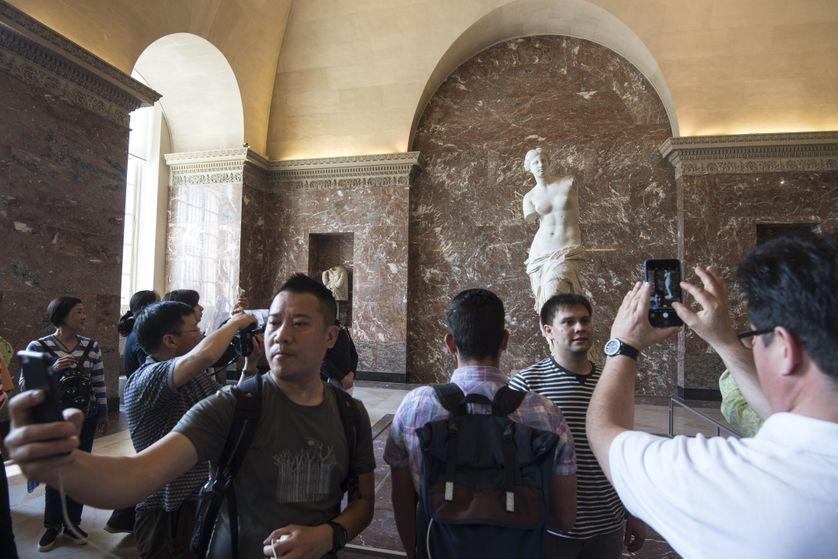 Les photos et selfies sont autorisés dans l'expo permanente du Louvre