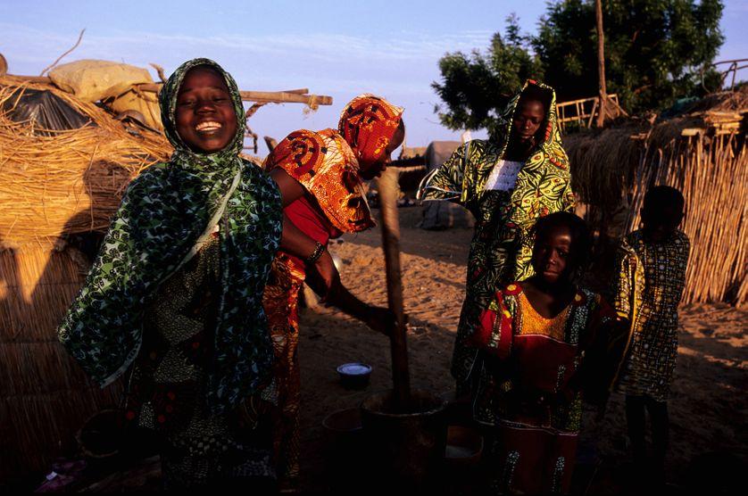 Femmes au bord du fleuve Niger