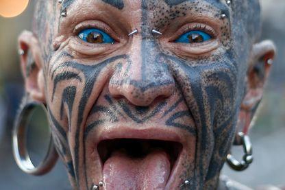Un homme avec des tatouages et des piercings à Sao Paulo, au Brésil, le 31 Décembre 2016.
