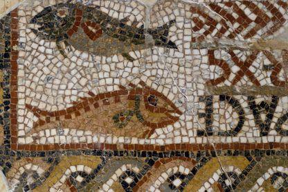 Deux poissons, symboles chrétiens, détail d'une tombe mosaïque, en Tunisie. Période chrétienne primitive, 4ème siècle. Tunis, Musée National Du Bardo.