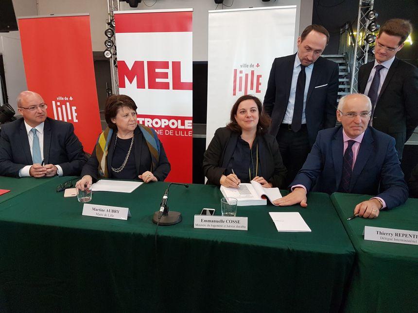 D. Castelain (pdt de la Mel), Martine Aubry (maire de Lille), Emmanuelle Cosse (mInistre du Logement) et T. Repentin (délégué interministériel à la mixité sociale)