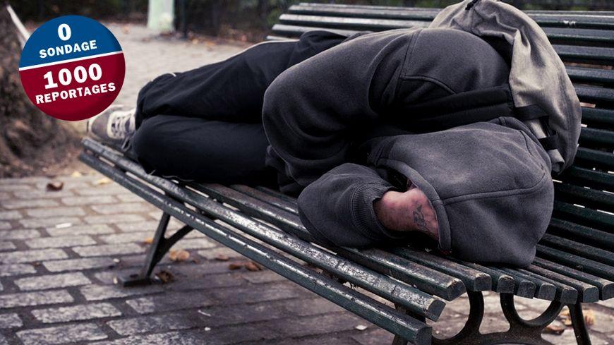 143 000 personnes vivent dehors en France.