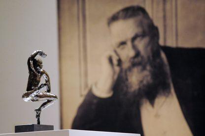 Une sculpture et un portrait de l'artiste français Rodin (1840-1917) sont photographiés au musée Matisse du Cateau-Cambrésis le 12 mars 2011