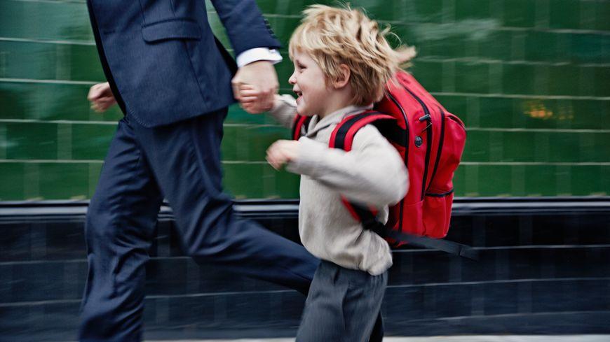 Un enfant passerait onze heures en moyenne en collectivité.