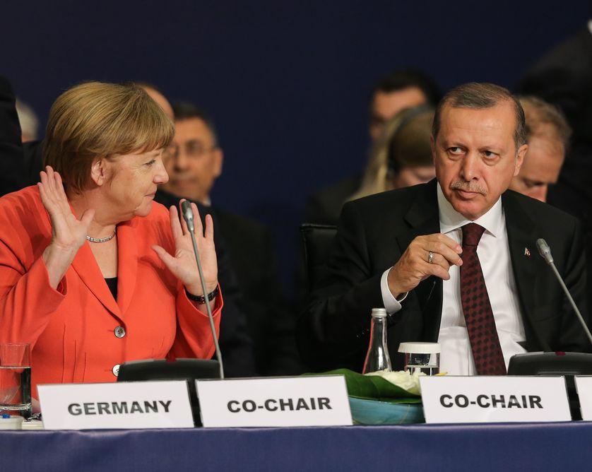 La chancelière allemande Angela Merkel (g) et le président turc Recep Tayyip Erdoğan (d)