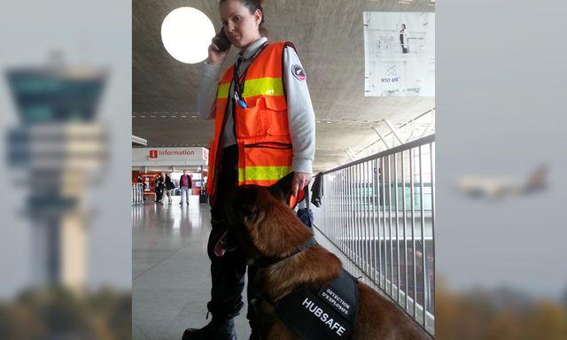 Ophélie, conductrice de chien détecteur d'explosifs à l'aéroport Roissy Charles de Gaulle