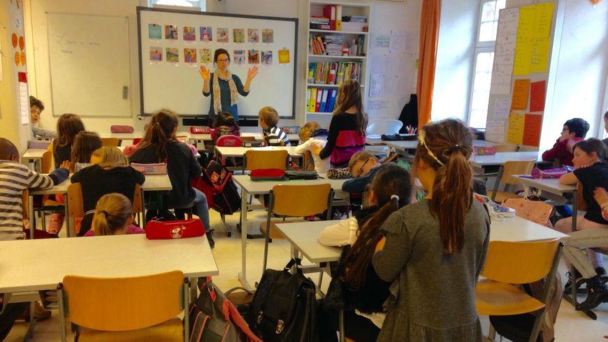 Les élèves se massent par deux à tour de rôle pendant 7 minutes