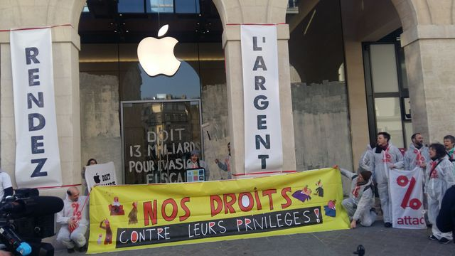 le 13, action d'ATTAC devant la boutique d'APPLE à Paris