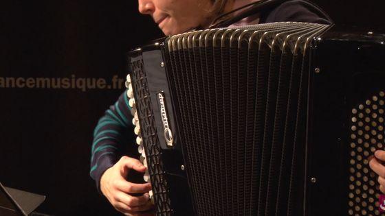 Elodie Soulard à l'accordéon
